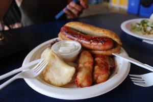 Saucisse et pérogies de Schnitzel Meister au marché fermier de Saskatoon