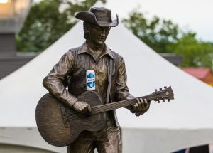 Stompin' Tom Connors statue with Stack Brewing's Saturday Night beer, What to do in Sudbury, Sudbury Canada