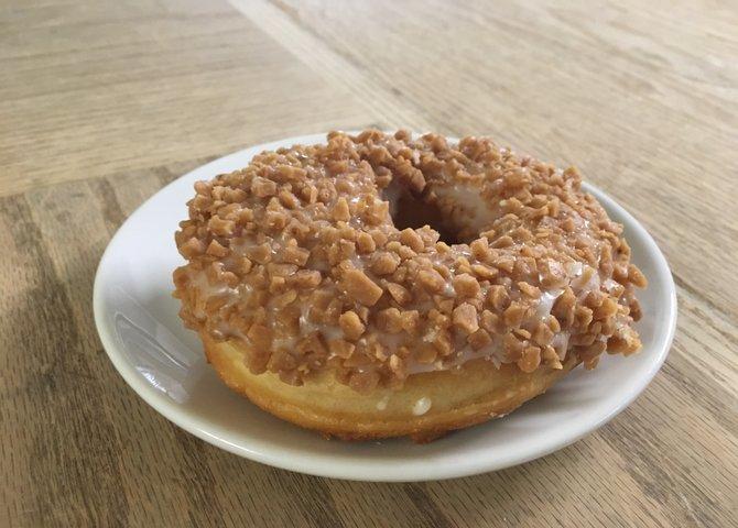 The infamous toffee crunch doughnut at PDK Café (©PDK Café)