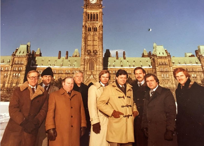 L'équipe de CBC à Ottawa environ 1979 (© @thepetermansbridge)