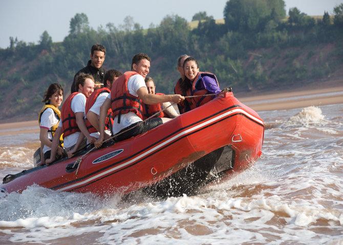 Rafting sur un mascaret sur la rivière Shubenacadie