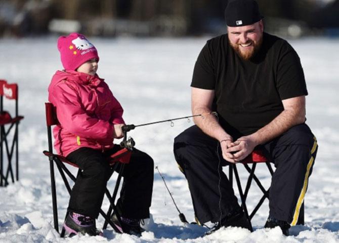 Vous pouvez prendre un cours d'introduction à la pêche sur glace à Wabamun.