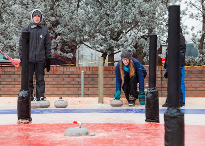 Le crokicurl, un nouveau sport extérieur qui fait sensation à Saskatoon. (© Tourism Saskatoon)