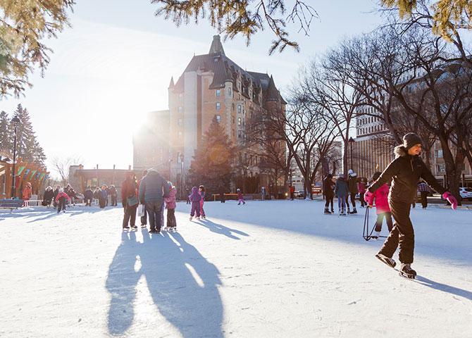 Une belle journée ensoleillée à Saskatoon.