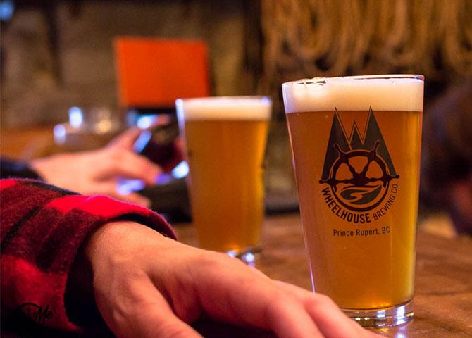Une bonne pinte froide au Wheelhouse Brewing Company (© BeerMeBc)