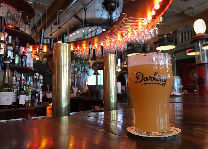 Darling à Montreal sert du café et des boissons dans un espace éclectique (© Melissa Romera)