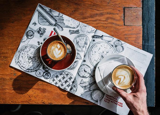 Habit Coffee sert un bon latté ou cortado