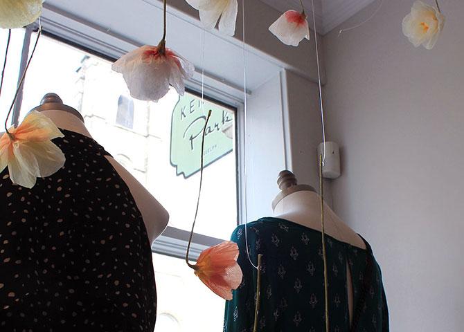 Des vêtements concus par des designers canadiens au magasin Kennedy Park (© Visit Guelph)
