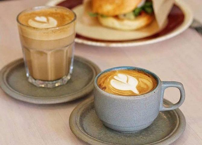 Essayer un café au lait le matin ou un cocktail le soir au Spade (© @vancouvercoffeesnob)