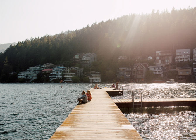 Relax by the dock at Cultus Lake (©Destination BC/Local Wanderer)