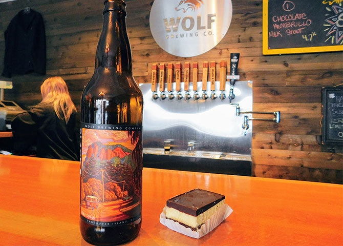 Enjoy a local beer and Nanaimo bar at the Wolf Brewing Co. (© Lucas Aykroyd)