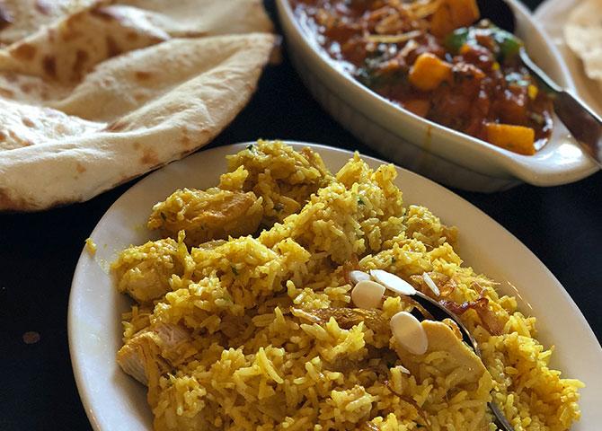 Un plat de biryani à Curry Original