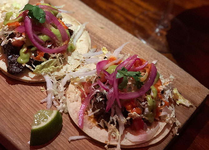 Les savoureux tacos de poitrine de bœuf BBQ