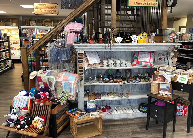 La coopérative offre une variété de produits à Lac Edouard