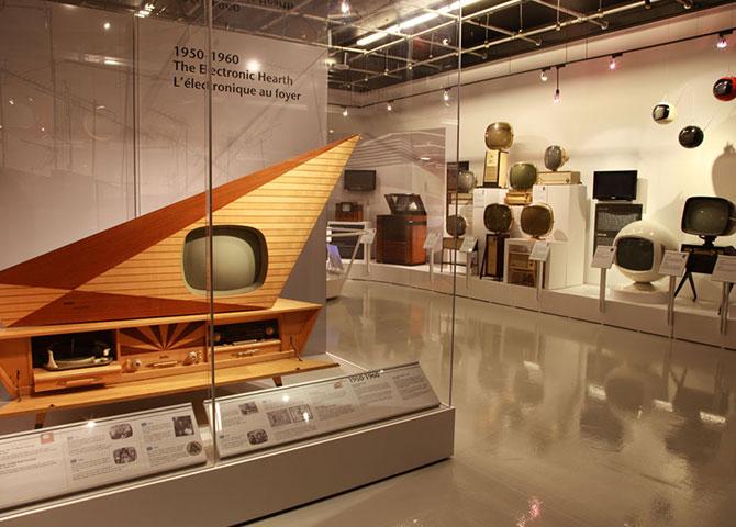 Le MZTV Museum of Television à Toronto présente une variété d'anciens téléviseurs (© MZTV Museum of Television)