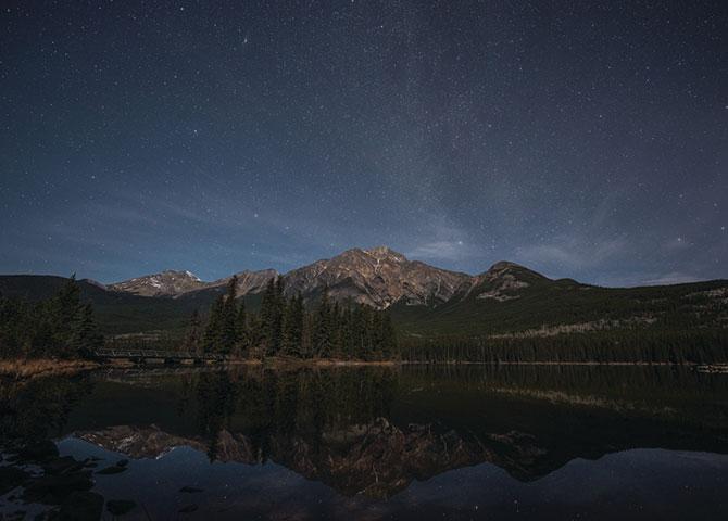 Les étoiles dans la réserve de ciel étoilé de Jasper (© Travel Alberta / Jack Fusco)