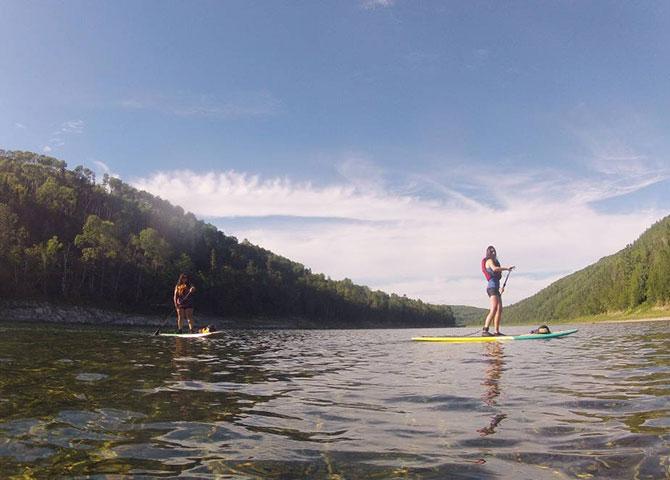 Pagayer le long de la Rivière Restigouche avec Matapédia Nature Aventure (© Sophie Baril)