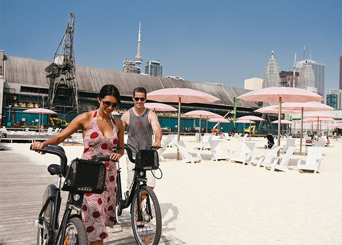 Stop by Toronto's Sugar Beach during your cycling adventures (© Tourism Toronto)