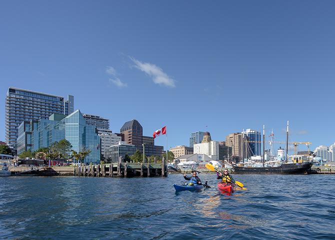 Rendez-vous en kayak sur les îles du havre d'Halifax (© Tourism Nova Scotia)