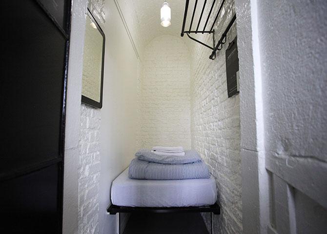 Séjournez dans une cellule authentique à l'auberge HI Ottawa Jail