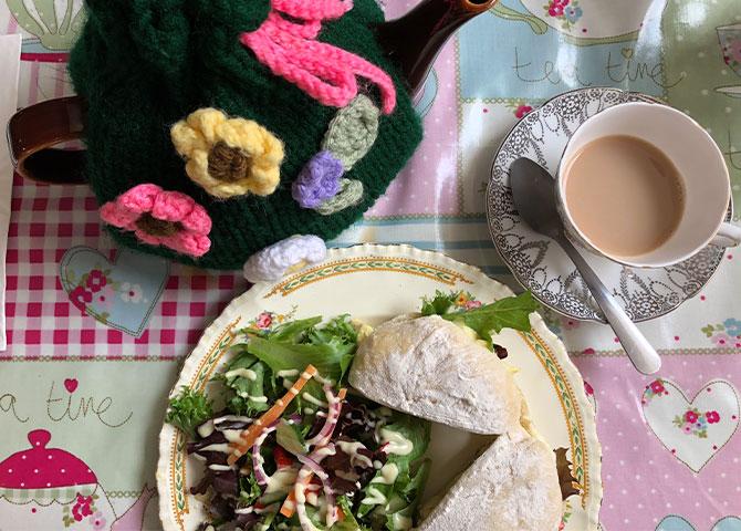 Un bon lunch et du thé chez Cosies