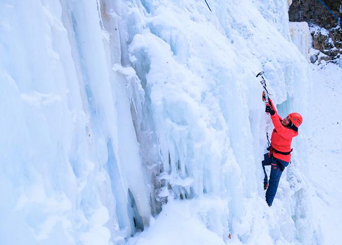Si vous arrivez à escalader les chutes Tiffany en hiver, vantez-vous, c'est votre droit !