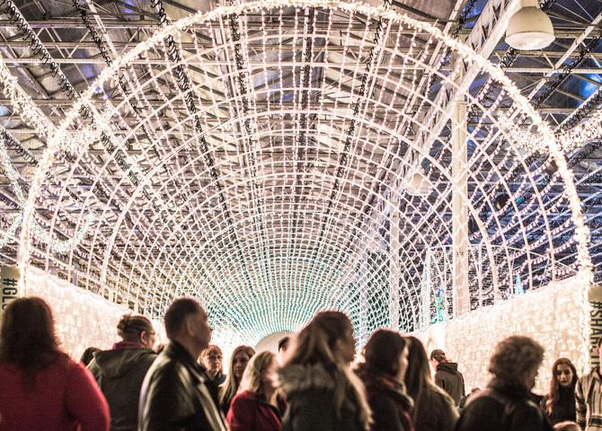 À Glow, le tunnel de 50 000 lumières illuminera les Fêtes