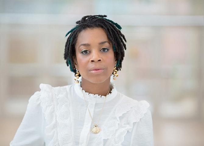 Naila est professeure adjointe en théâtre et interprétation à l'Université de Waterloo. Son cours sur le genre et l'interprétation, fondé sur l'étude de Beyoncé, connaît une forte popularité.